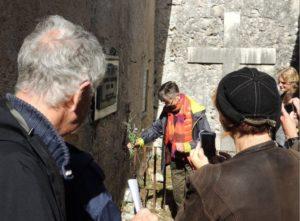 Parenti di Anders Trulson al cimitero di Civita d'Antino. Foto di A. Bini
