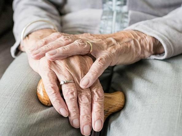 mani vecchie